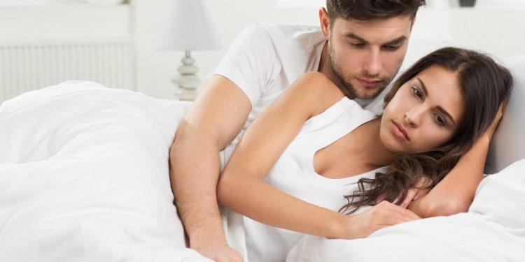 Vajinismus Olan Kadın Eşiyle Yatakta