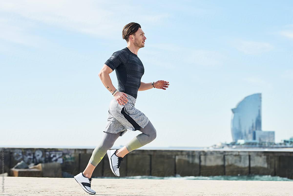 Mastürbasyon bağımlılığından kurtulmak için spora yönelip koşu yapan erkek
