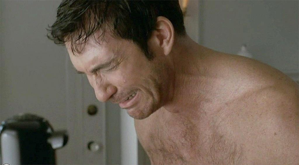 Mastürbasyon yaparken ağlayan erkek