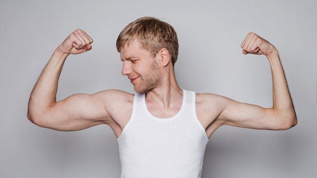 Mastürbasyon yapmak tek kolu kaslanmış erkek
